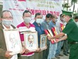 Entregan banderas nacionales a pescadores vietnamitas