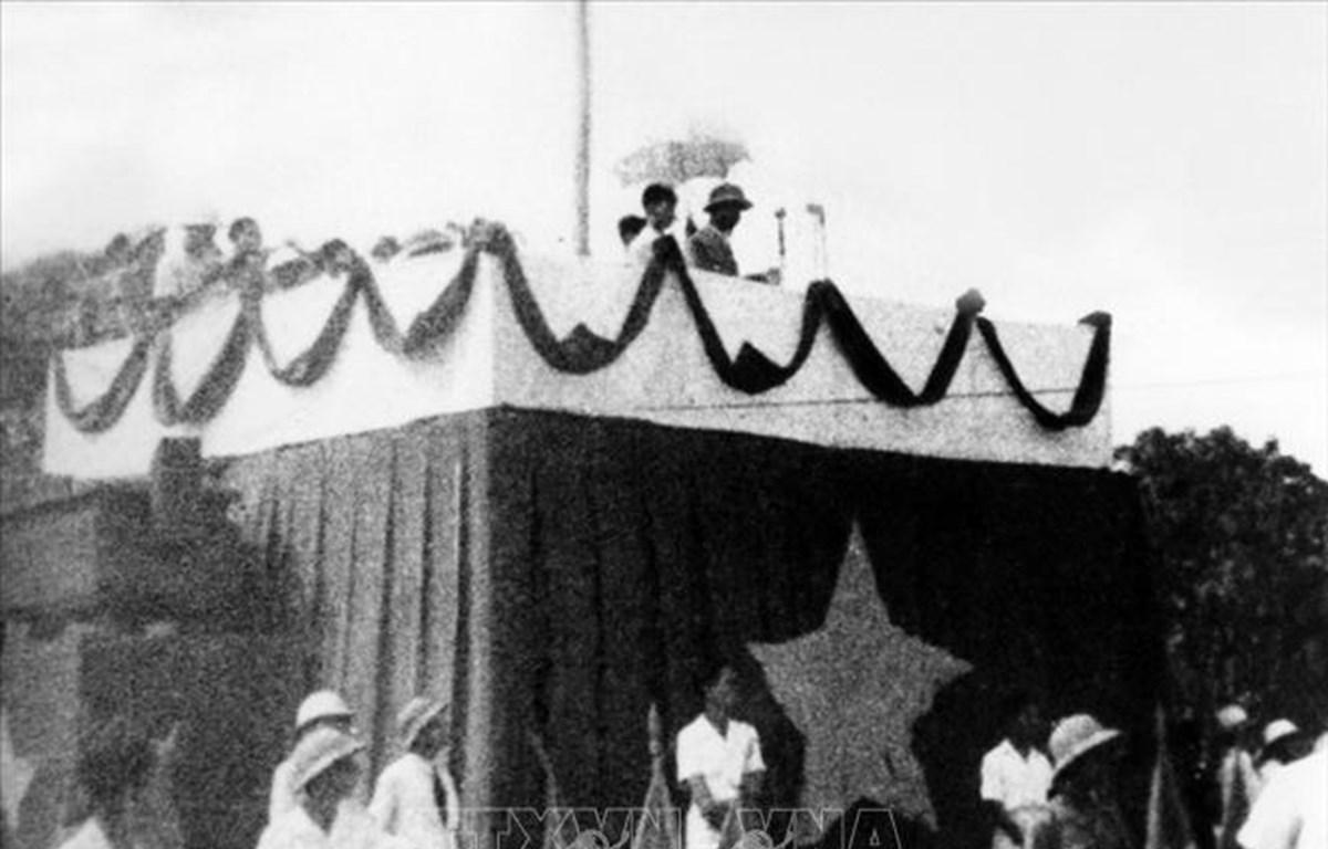El 2 de septiembre de 1945, el Presidente Ho Chi Minh leyó la Declaración de Independencia de Vietnam en la plaza capitalina de Ba Dinh (Foto: VNA)