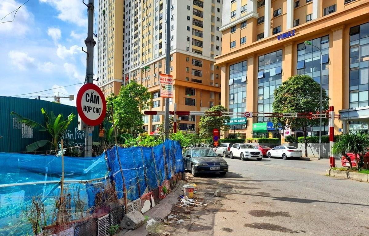 Cierran un mercado espontáneo en Hanoi. (Foto: Vietnam+)