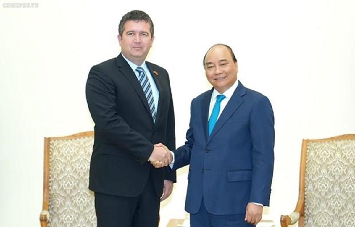 El Primer Ministro de Vietnam, Nguyen Xuan Phuc, y el viceprimer ministro y titular del Interior de la República Checa, Jan Hamacek