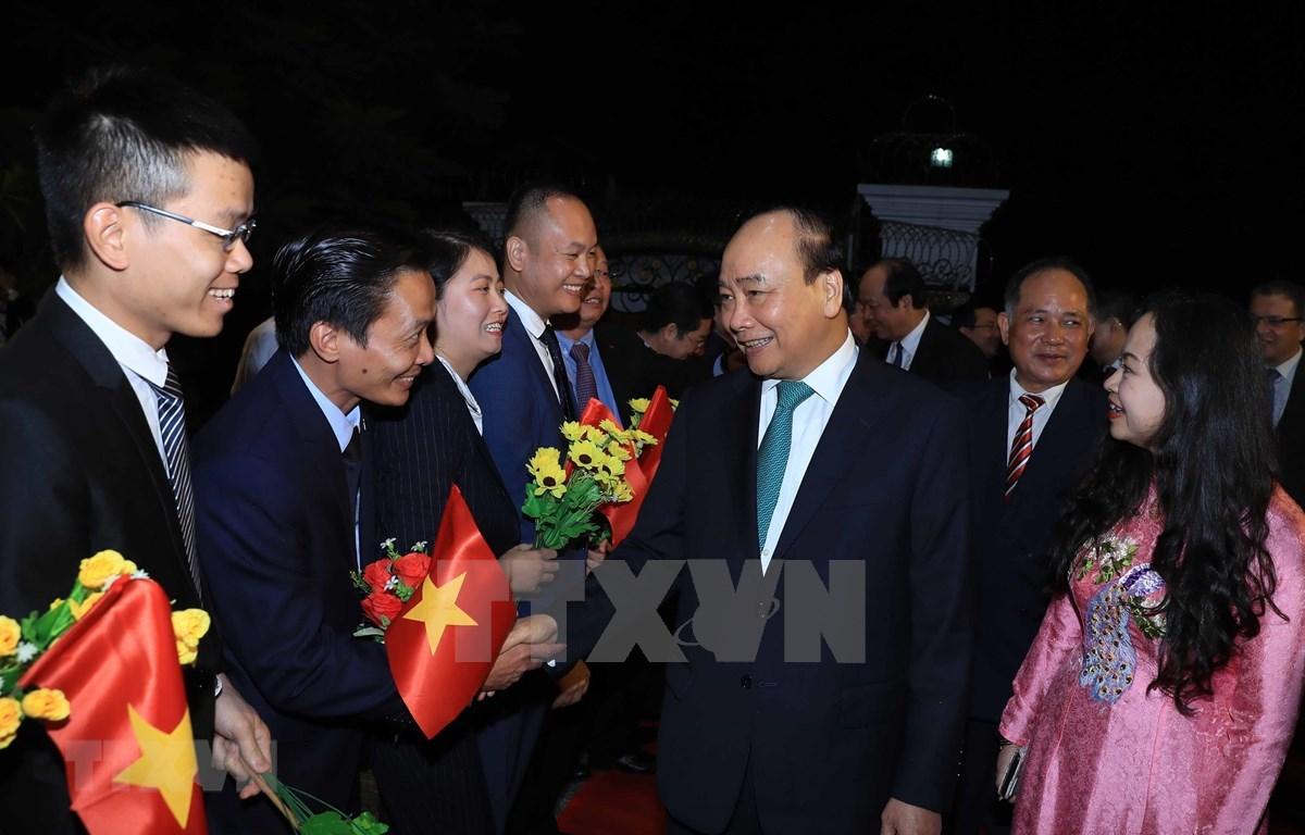 Primer ministro de Vietnam se reúne con comunidad coterránea en Myanmar