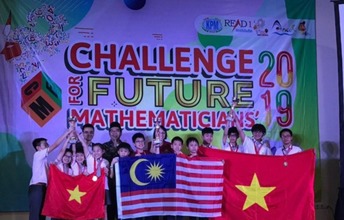 Triunfan alumnos de Vietnam en competición matemática regional
