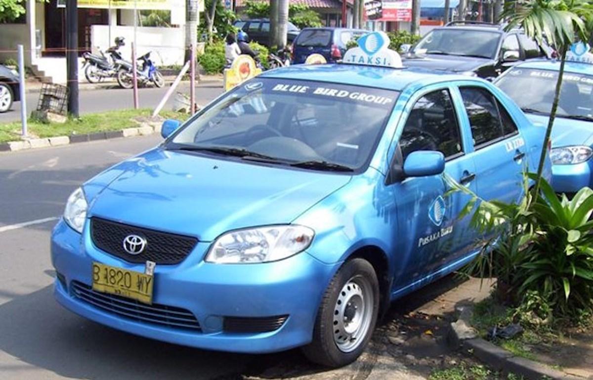 Empresa de Indonesia planea incluir cientos de taxis electrónicos en su flota en 2020