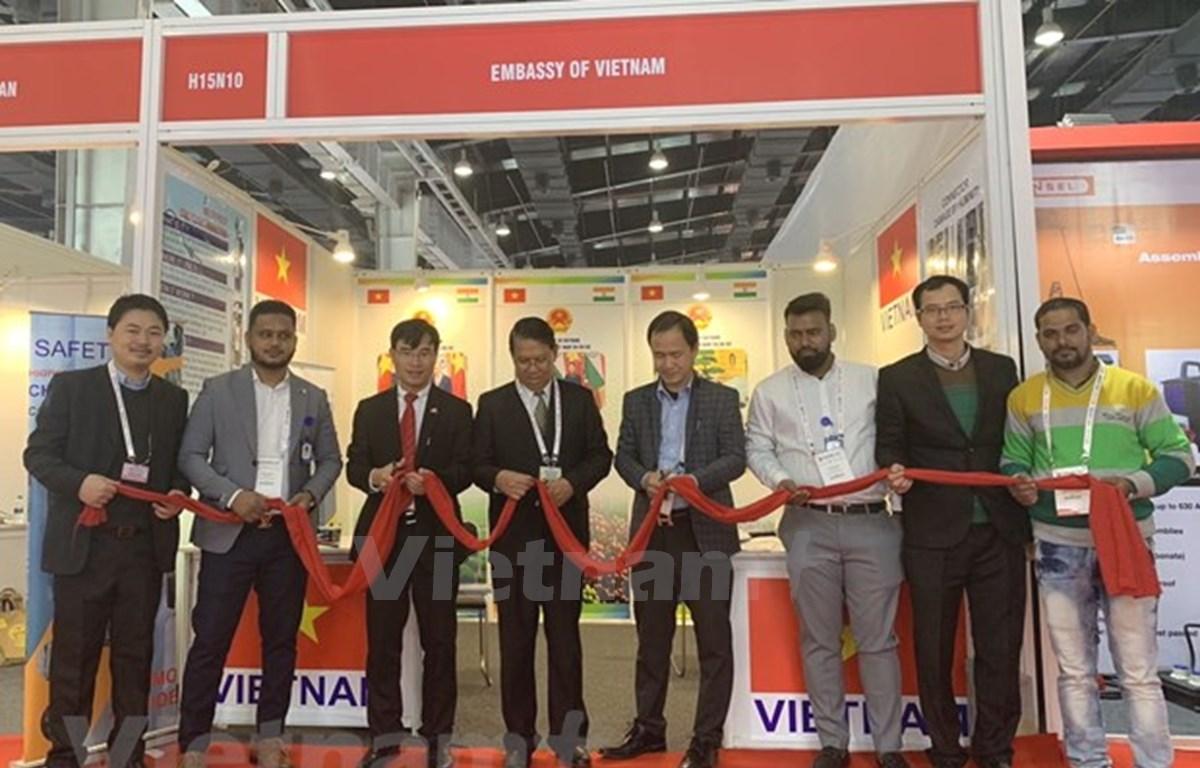 Presenta Vietnam productos destacados en exposición de energía en la India