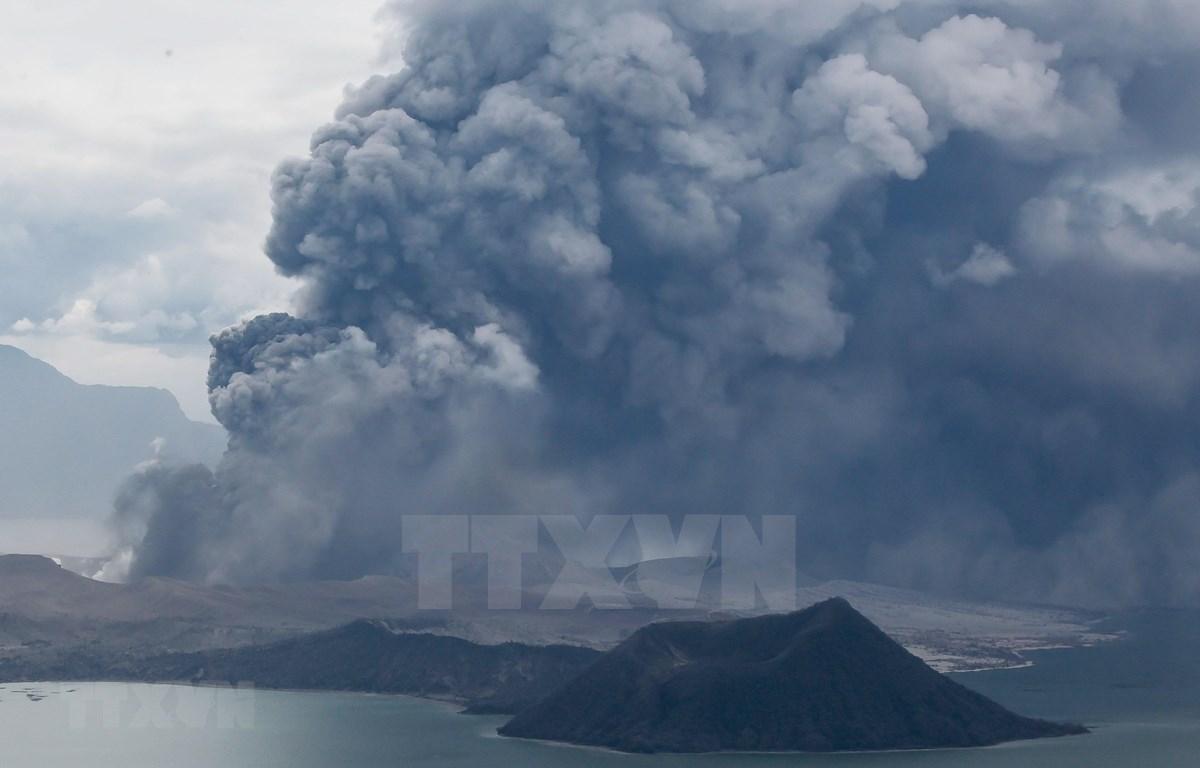 Refuerza Filipinas medidas de evacuación ante temor de resurgencia del volcán Taal