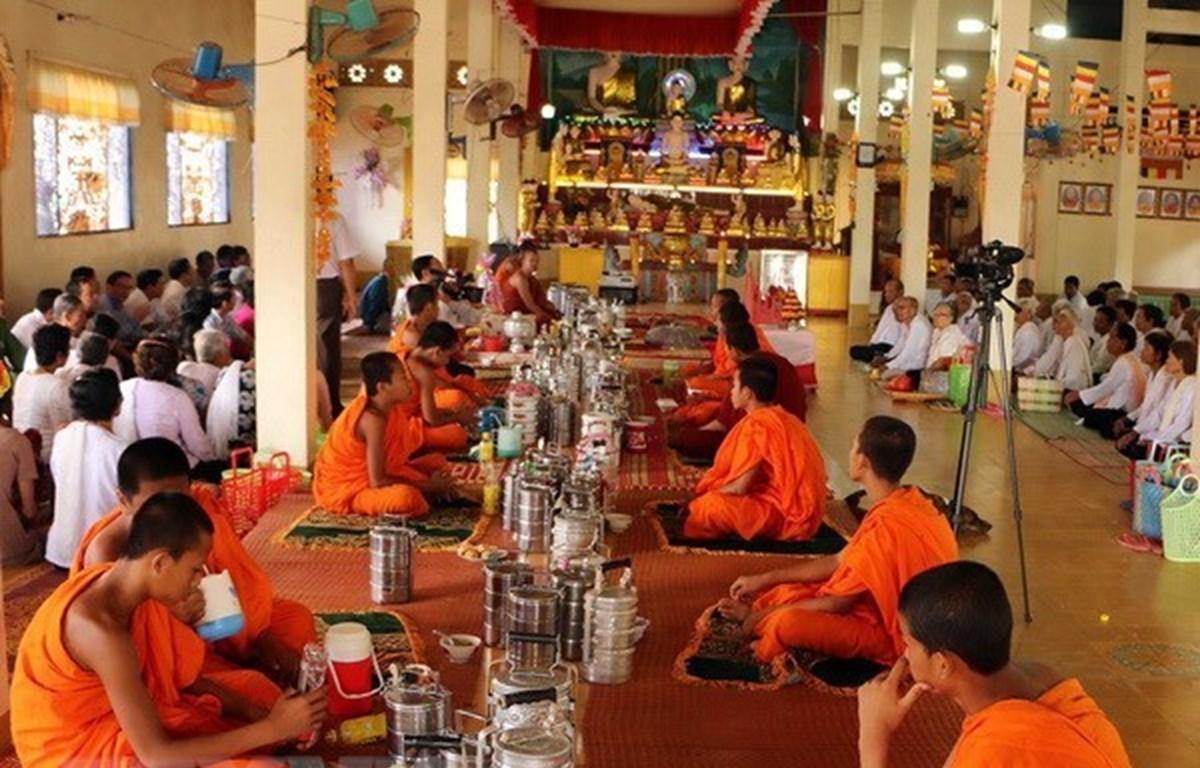 Presidente del Frente de la Patria de Vietnam felicita a khmeres en ocasión de su fiesta tradicional