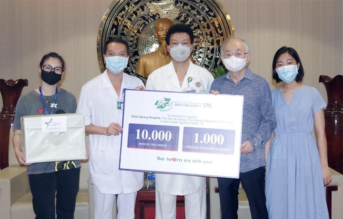 Hospital vietnamita ayuda a socio alemán en el combate contra el COVID-19