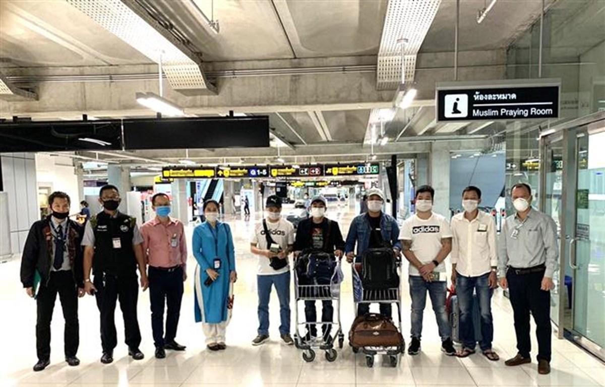 Repatrían a siete ciudadanos vietnamitas varados en aeropuerto tailandés