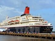 Barco de jóvenes sudesteasiáticos llega a ciudad vietnamita