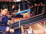 Vestuario tradicional de Ba Na muestra diversidad cultural de la región altiplana