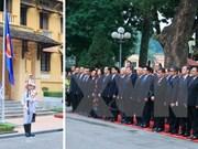 Izamiento de bandera de ASEAN en saludo de Comunidad de bloque en Vietnam