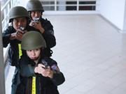 Combatientes femeninas de ejército vietnamita en ejercicio antiterrorista