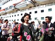 Patrocinadores foráneos discuten medidas para el desarrollo de turismo de Vietnam