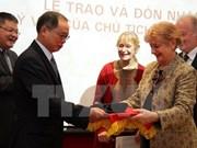 Embajada vietnamita en Francia recibe recuerdo del Presidente Ho Chi Minh