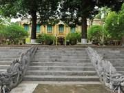 Estudian arquitectura vietnamita bajo dinastías reales antiguas