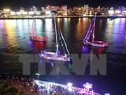 """Desfile de barcos de Clipper Race en """"ciudad de los puentes"""" de Vietnam"""