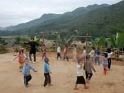 Otorgan en Vietnam becas a alumnos de minorías étnicas