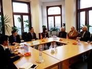 Vietnam por fomentar colaboración en energía renovable con Alemania y Eslovaquia