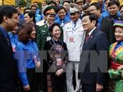 Presidente conversa con miembros destacados de la Unión de Jóvenes Comunista