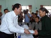 Presidente agradece a personas con méritos revolucionarios en Quang Nam