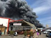 Graves daños por incendio en centro comercial en Berlín