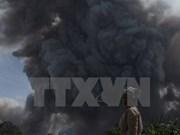 Tres muertos en Indonesia por erupción de volcán