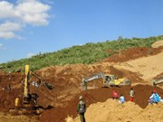 Deslizamiento de tierra sepulta a casi 100 personas en Myanmar