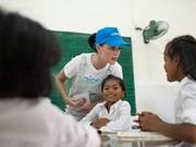 Katy Perry visita a niños con condiciones difíciles en Vietnam