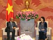 Presidenta del Parlamento de Vietnam recibe al embajador de Cuba