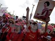 """Policía tailandesa impide a """"camisas rojas"""" abrir centros supervisores de referéndum"""