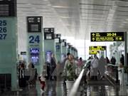 Crecen entradas y salidas de turistas por aeropuertos vietnamitas