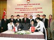 Impulsan Vietnam y Singapur cooperación entre organizaciones de masas