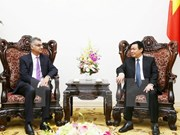 Vicepremier vietnamita recibe al director general de Standard Chartered Vietnam