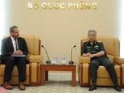 Viceministro de Defensa de Vietnam recibe a oficial militar de EE.UU.