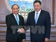 Primer ministro de Vietnam continúa visita en Mongolia