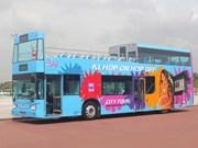 Introducen autobuses de dos pisos sin techo en ciudad vietnamita