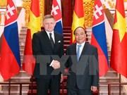 Primer ministro de Eslovaquia concluye visita oficial a Vietnam