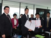 La Voz de Vietnam y Radio France firman acuerdo de cooperación