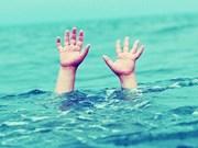Dong Thap populariza habilidades de natación para niños
