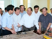 Primer ministro de Vietnam visita provincia afectada por tormenta