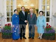 Presidente de Vietnam dialoga con líderes de Singapur