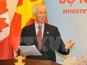 Canciller canadiense conversa con estudiantes de Vietnam sobre cambio climático