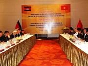 Vietnam y Camboya cooperan en sector de correos y telecomunicaciones