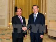 Premier de Vietnam apoya cooperación con organizaciones de masas de China
