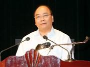 Premier vietnamita visita a habitantes en zona de reasentamiento