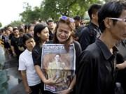Tailandia abre Palacio Real para que el público rinda homenaje al difunto rey