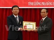 Otorgan Medalla de Amistad a consulado general vietnamita en Laos