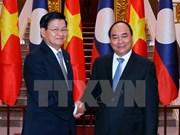 Vietnam y Laos estudian medidas para promover comercio bilateral