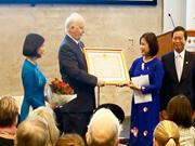 Otorga Vietnam Orden de Amistad a excanciller noruego