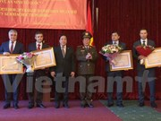 Laos otorga condecoraciones a excombatientes voluntarios vietnamitas